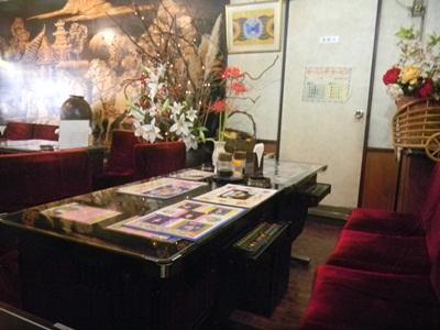 喫茶夢伝説 店内 ゲームテーブルのあるレトロな雰囲気