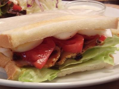 バードモナミ スモークチキンのサンドイッチ