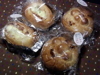 「Emina Bakery」のパン