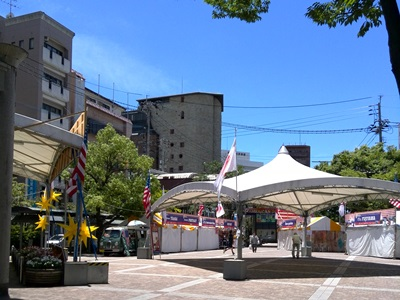 アメリカンタウンフェスティバル開催中の島瀬公園