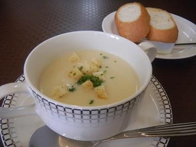 ポタージュスープとパン