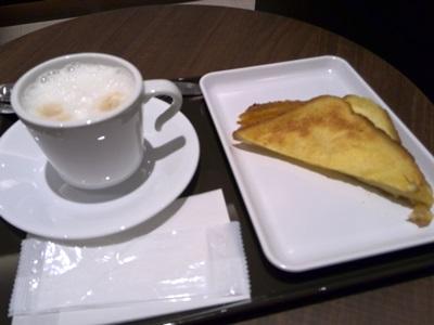 モーニング フレンチトーストとカフェラテ