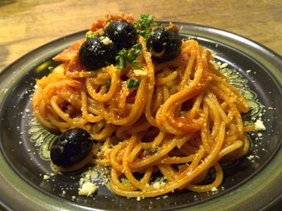 黒オリーブとベーコンのトマトスパゲティ
